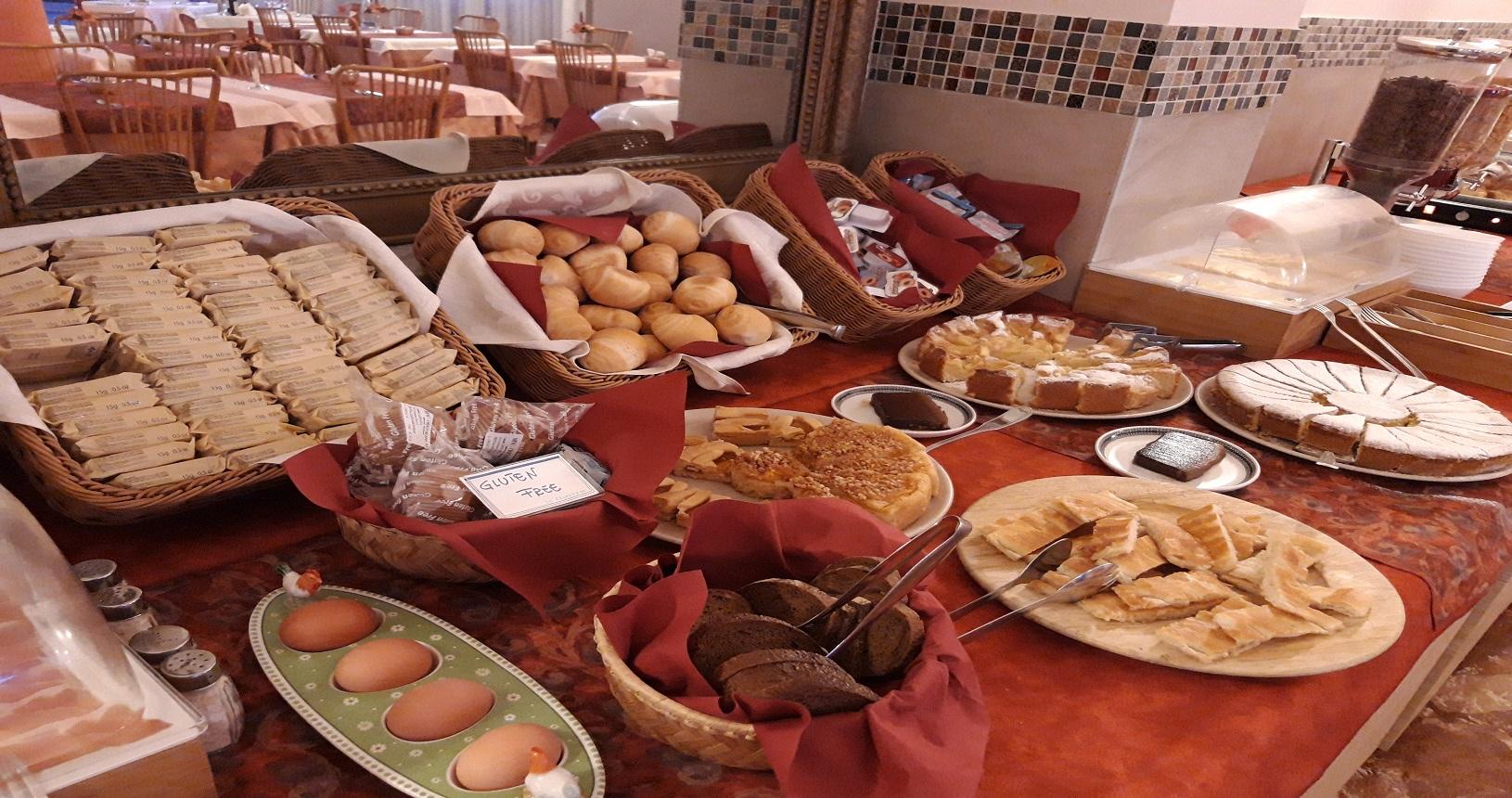 buffet colazione hotel esperia genova 1
