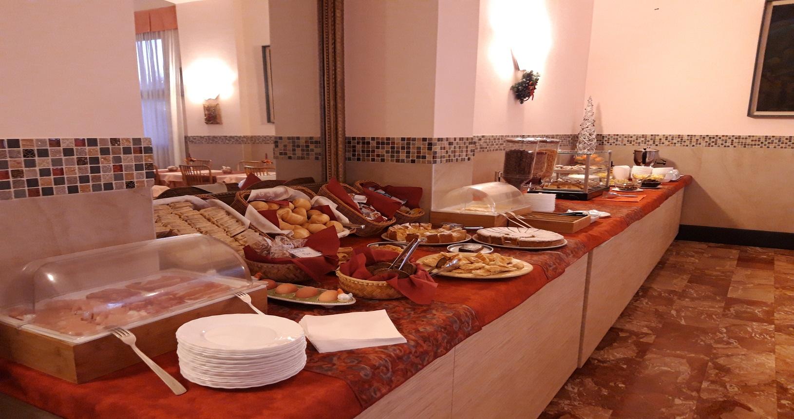 buffet colazione hotel esperia genova 2
